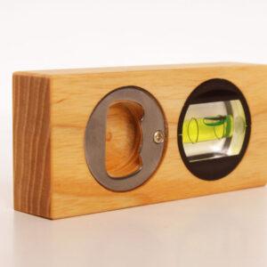 mini vattenpass och flasköppnare med lasergravyr, personlig present