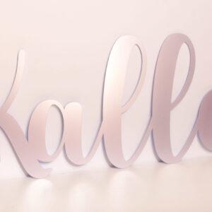 väggtext / namnskylt med namn i färgen lavendel metallic